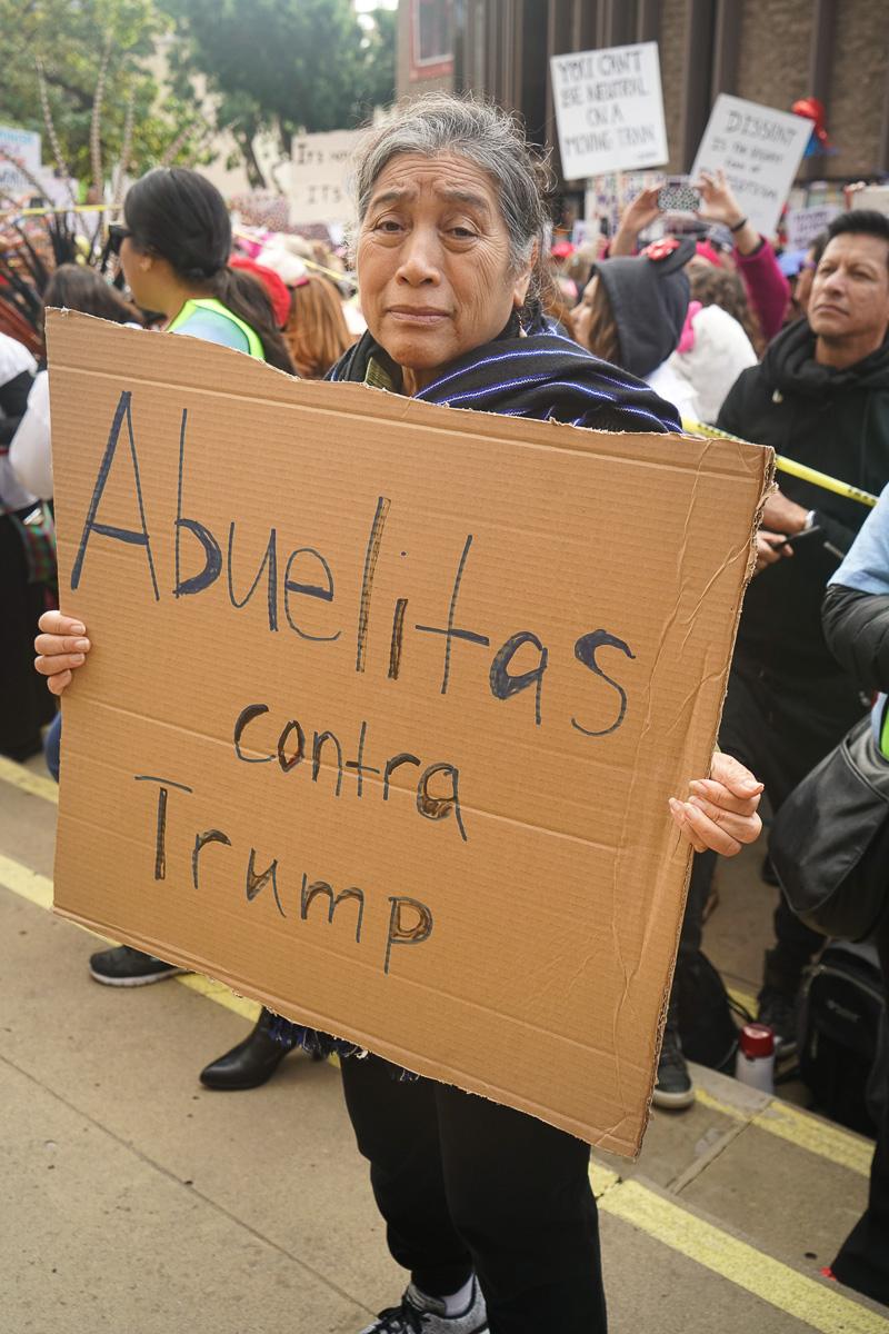 Abuelitas contra Trump