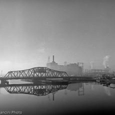 8-narragansett_electric_in_morning_fog_providence_rhode_Island_199